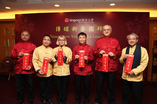 President Cheng (middle right) and the senior management greed the media and wish everyone a healthy, happy and prosperous Year of the Horse.