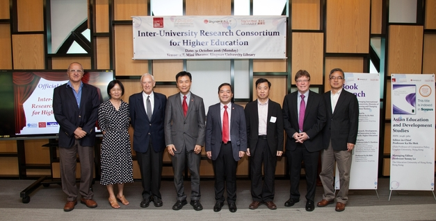President Leonard Cheng (4th from left) and Vice-President Joshua Mok Ka-ho (4th from right) with guests attending the launching ceremony.
