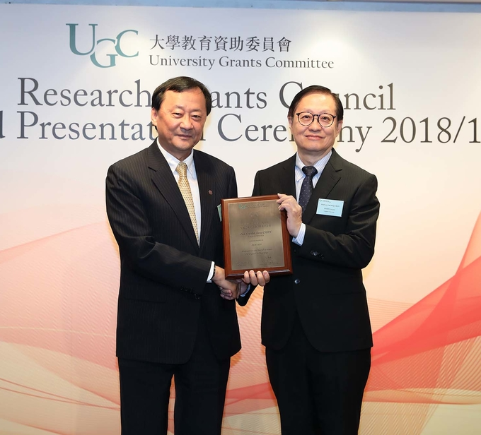 Prof Leo CHAN Tak-Hung receives prestigious fellowship award
